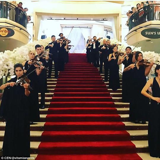 Đám cưới con tài phiệt Nga khiến Hollywood choáng ngợp - Ảnh 7.
