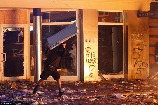 Biểu tình bạo lực phản đối G20, gần 200 cảnh sát bị thương - Ảnh 7.