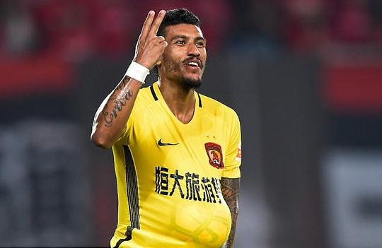 Paulinho gia nhập Barcelona với giá 36,5 triệu bảng - Ảnh 1.