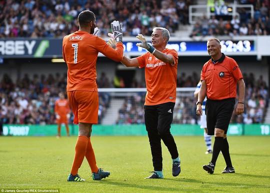 Mourinho làm thủ môn, đội nhà thủng lưới liền 6 bàn - Ảnh 5.