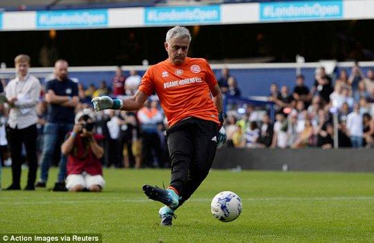Mourinho làm thủ môn, đội nhà thủng lưới liền 6 bàn - Ảnh 8.