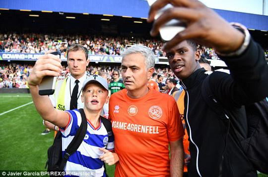 Mourinho làm thủ môn, đội nhà thủng lưới liền 6 bàn - Ảnh 9.