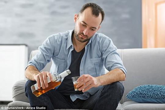 Vì sao nam ghiền rượu hơn nữ? - Ảnh 1.