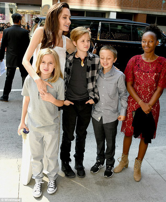 Angelina Jolie rạng ngời cùng các con trên thảm đỏ - Ảnh 5.