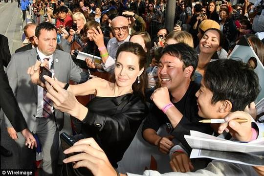 Pax Thiên cao to nhất trong các con của Angelina Jolie - Ảnh 5.