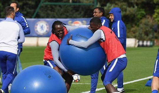 Chelsea tập bài dị trước đại chiến Arsenal - Ảnh 1.