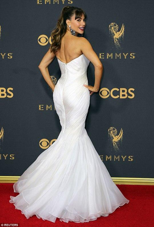 Sofia Vergara đánh cắp hào quang thảm đỏ Emmy - Ảnh 2.