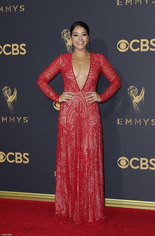 Sofia Vergara đánh cắp hào quang thảm đỏ Emmy - Ảnh 5.