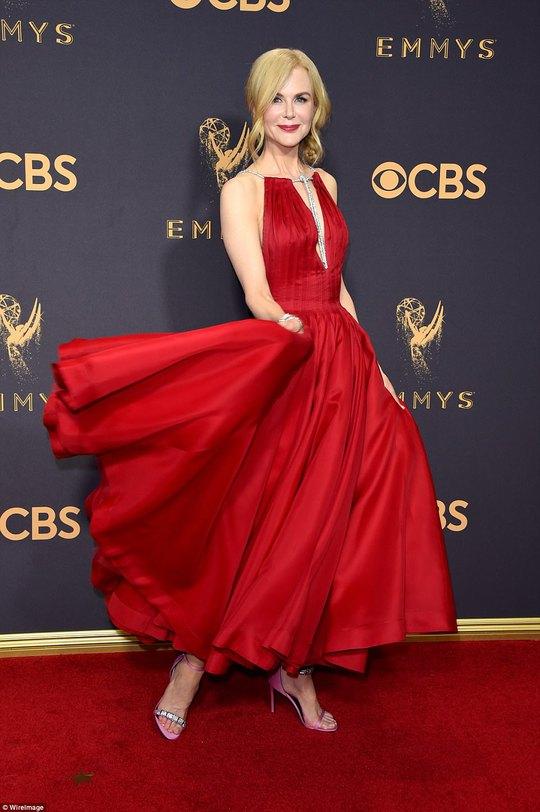 Sofia Vergara đánh cắp hào quang thảm đỏ Emmy - Ảnh 3.