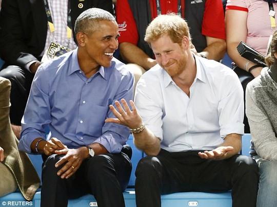Tiết lộ cuộc trò chuyện thân mật giữa ông Obama và Hoàng tử Harry - Ảnh 1.