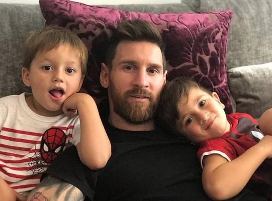 Messi chuẩn bị làm bố lần thứ ba - Ảnh 1.