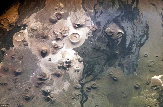 Phát hiện di tích Ả Rập 7.000 năm tuổi nhờ… Google - Ảnh 4.