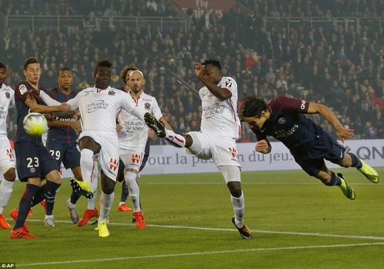 Cavani tỏa sáng trong trận cầu vắng Neymar - Ảnh 2.