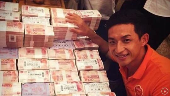 Trung Quốc: Cầu thủ được thưởng cả núi tiền - Ảnh 1.