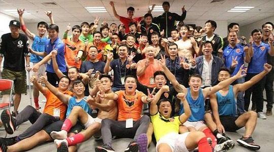 Trung Quốc: Cầu thủ được thưởng cả núi tiền - Ảnh 3.