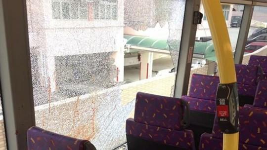 Đâm chết người trên xe buýt rồi nhảy qua cửa sổ - Ảnh 3.