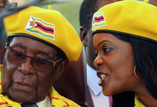Hai người vợ tạo nên cuộc đời tổng thống Zimbabwe - Ảnh 5.