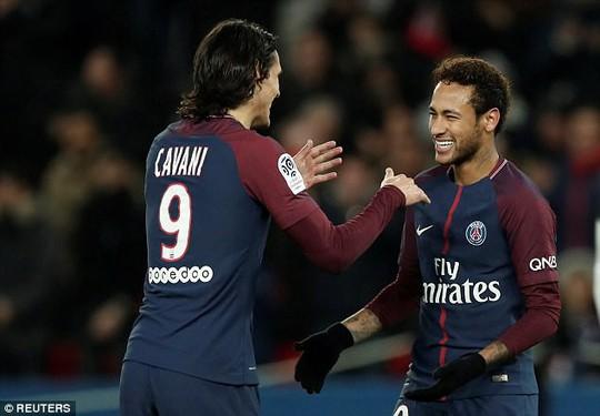Cavani đồng ý nhường Neymar đá phạt - Ảnh 1.