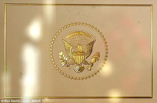 Cháu nội Tổng thống Trump vất vả trong phòng Bầu dục - Ảnh 3.