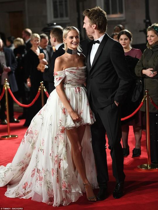 Chân dài tụ hội trên thảm đỏ giải thưởng thời trang - Ảnh 14.