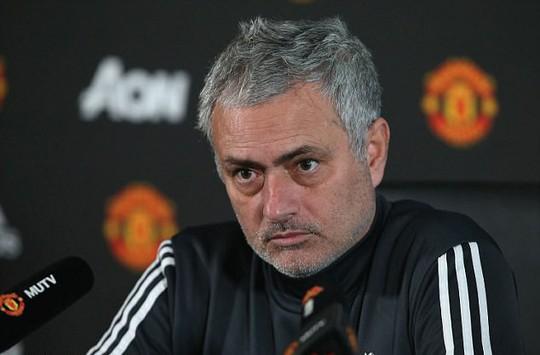 Mourinho: Cầu thủ Man City mong manh, dễ ngã - Ảnh 1.