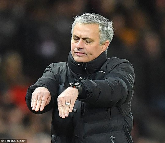 Mourinho: Cầu thủ Man City mong manh, dễ ngã - Ảnh 5.