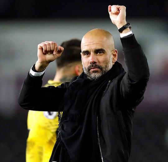 Guardiola ám chỉ M.U của Mourinho không muốn chơi bóng - Ảnh 1.