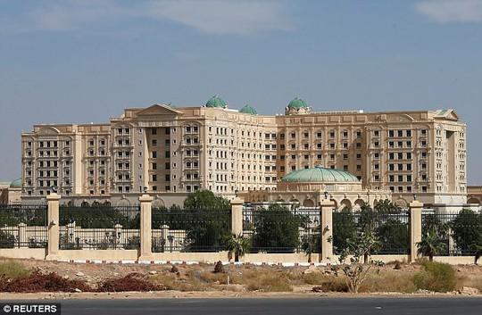 2 hoàng tử Ả Rập Saudi được thả khỏi nhà tù hạng sang - Ảnh 1.