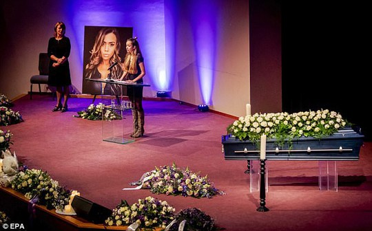 Người thân người mẫu trẻ rơi từ lầu 20 tử vong nghi có yếu tố hình sự - Ảnh 4.
