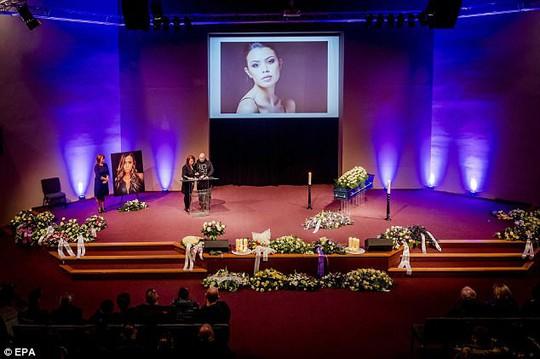 Người thân người mẫu trẻ rơi từ lầu 20 tử vong nghi có yếu tố hình sự - Ảnh 3.