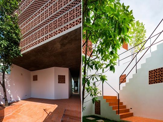 Gia chủ là cặp vợ chồng còn trẻ, chồng là người Malaysia, vợ người Việt Nam. Hai người đều rất yêu cái đẹp, quan tâm nhiều tới kiến trúc.