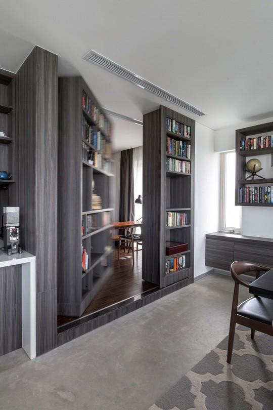 Penthouse sang trọng với phòng làm việc giấu sau tủ sách