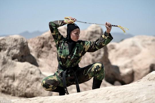 Iran: Đào tạo 4.000 nữ ninja trong sa mạc - Ảnh 7.