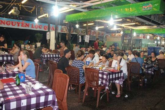 Mướt mồ hôi ở chợ đêm Phú Quốc - Ảnh 4.