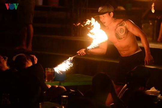 Những người đùa với lửa ở Thái Lan - Ảnh 5.