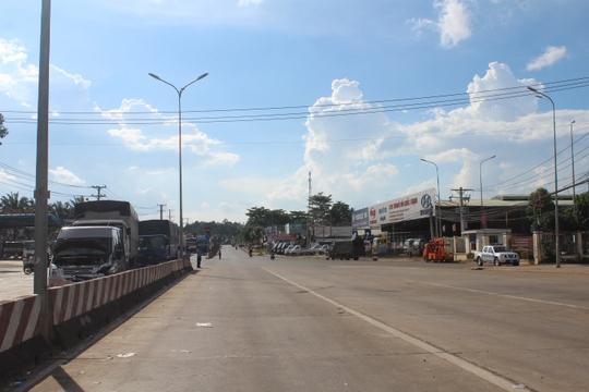 Trạm BOT Biên Hòa thông thoáng sau nhiều giờ tê liệt - Ảnh 6.
