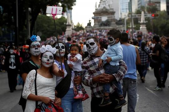 """Kinh dị """"bộ xương"""" diễu hành trong lễ hội người chết ở Mexico - Ảnh 5."""