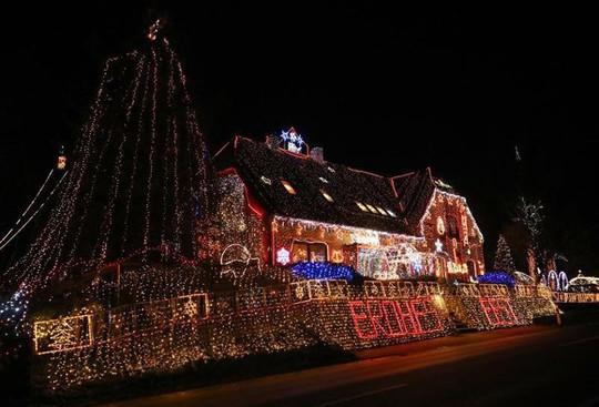 Chi gần 5 tỷ đồng thắp sáng 530.000 đèn Giáng sinh - Ảnh 6.