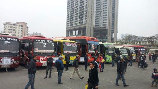 Xe khách hoạt động tại Bến xe Mỹ Đình (Hà Nội)