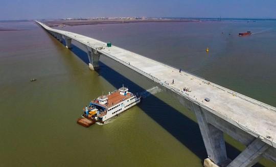 Cầu vượt biển dài nhất Việt Nam đầy lỗi - Ảnh 1.