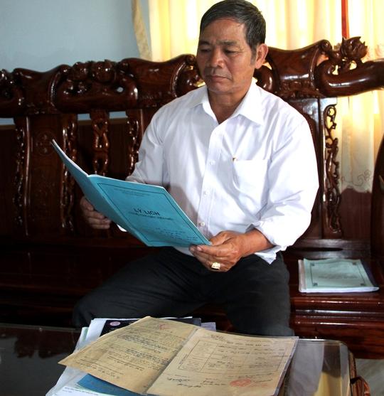 Chủ tịch huyện rút lại quyết định cho hiệu trưởng nghỉ hưu sai - Ảnh 1.