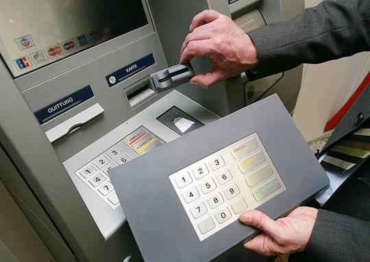 Bàn phím giả mạo giúp kẻ gian đánh cắp mã PIN từ nạn nhân. Ảnh: Kaspersky.