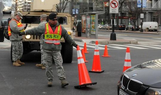 Vệ binh Quốc gia DC giúp giới chức trách địa phương điều tiết giao thông trước thềm lễ nhậm chức. Ảnh: Twitter