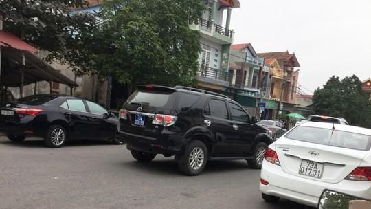 Hàng chục xe biển xanh dự tiệc cưới con trai lãnh đạo tỉnh Quảng Bình - Ảnh 6.