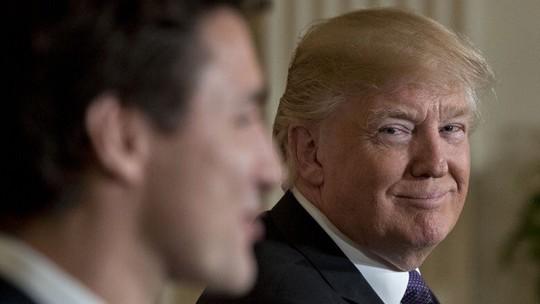 Thủ tướng Trudeau và Tổng thống Trump (phải) tại Nhà Trắng hôm 13-2. Ảnh: TWITTER