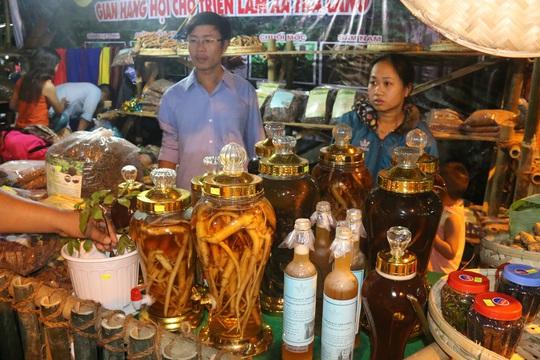 Bán được củ sâm giá 120 triệu đồng tại lễ hội sâm Ngọc Linh - Ảnh 15.