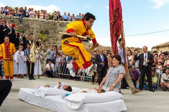 Những lễ hội kỳ quặc nhưng hút khách khắp hành tinh - Ảnh 6.