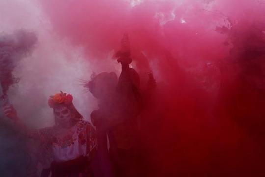 """Kinh dị """"bộ xương"""" diễu hành trong lễ hội người chết ở Mexico - Ảnh 6."""