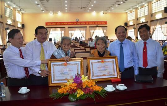 TP HCM tặng và truy tặng danh hiệu Bà mẹ Việt Nam anh hùng - Ảnh 1.