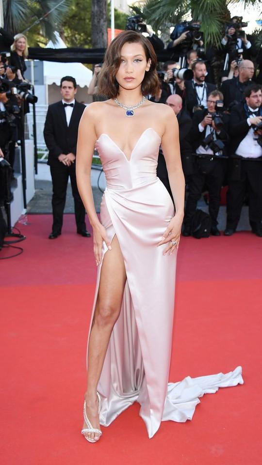 Mỹ nhân khoe sắc rạng rỡ tại LHP Cannes - Ảnh 1.
